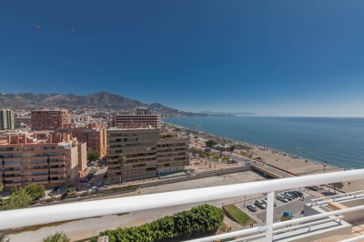 4 bedroom 3 bathroom duplex penthouse for sale on the beach front Fuengirola.