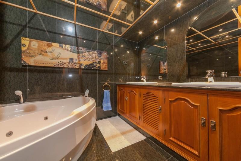 Shared bathroom 2 Paseo Maritimo Fuengirola Penthouse_-6