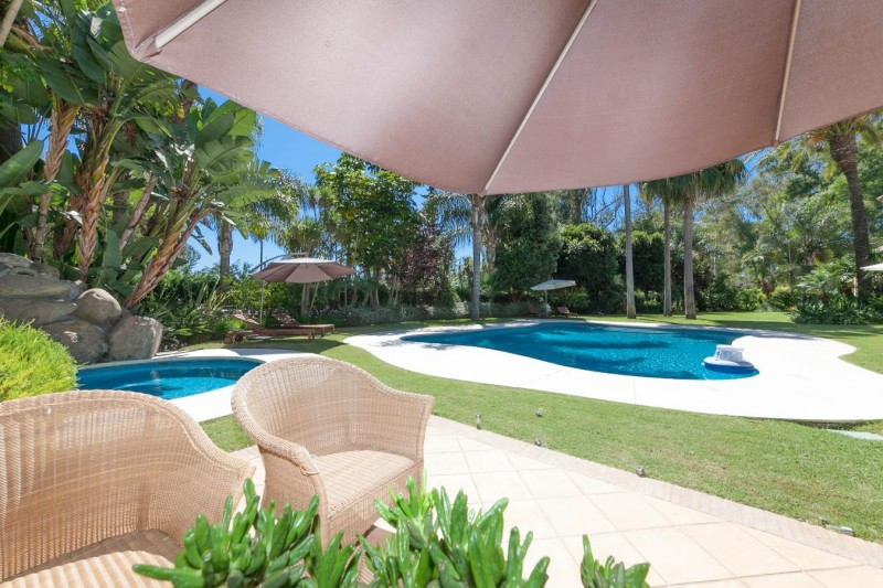 2nd terrace Luxury villa Guadalmina Baja within meters from the sea-25