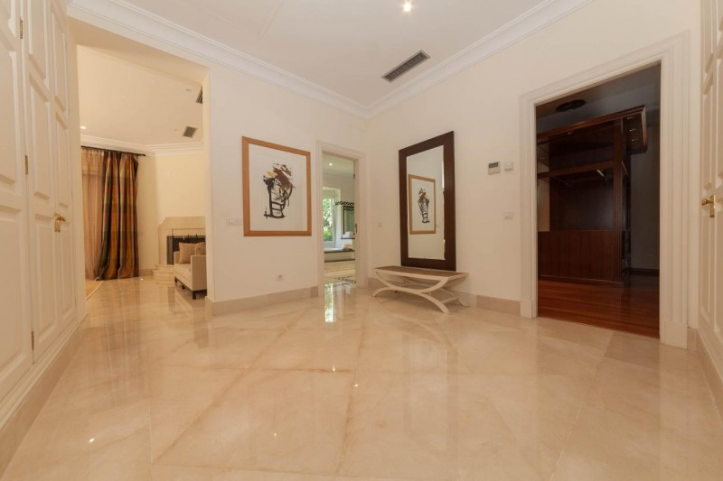 Access to dressing area Luxury villa Guadalmina Baja within meters from the sea-6