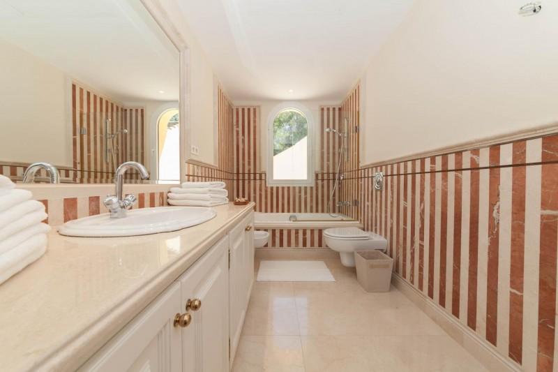 Bathroom 3 Luxury villa Guadalmina Baja within meters from the sea-18