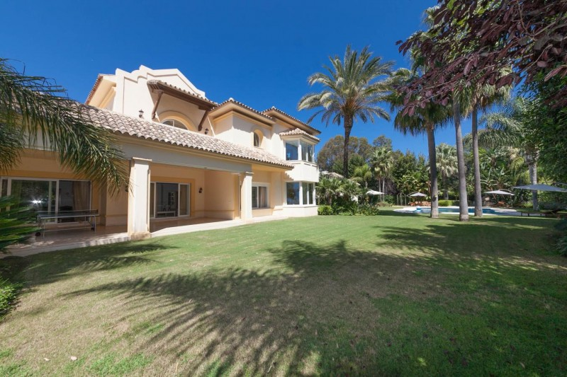 Detail Luxury villa Guadalmina Baja within meters from the sea-22
