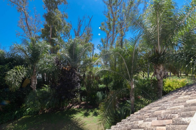 Distanmce sea views Luxury villa Guadalmina Baja within meters from the sea-21