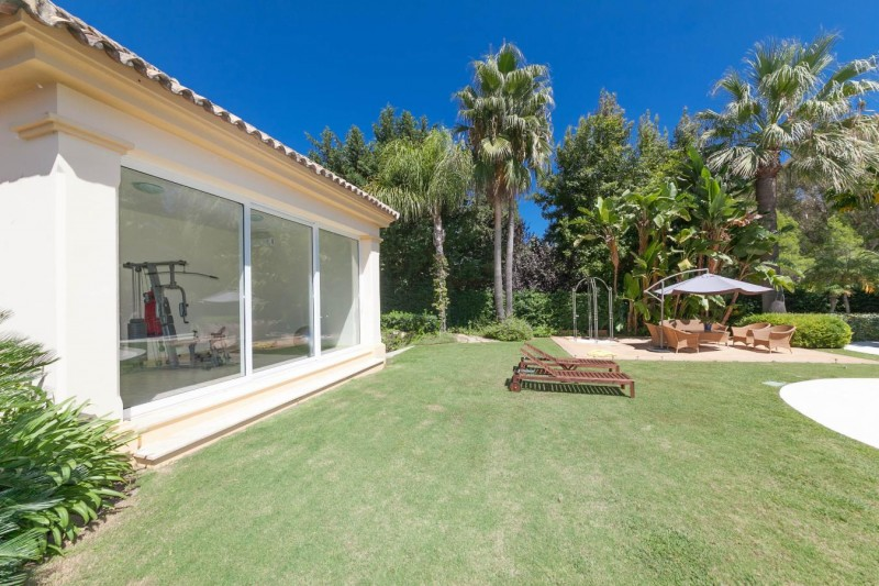 Gym Luxury villa Guadalmina Baja within meters from the sea-27