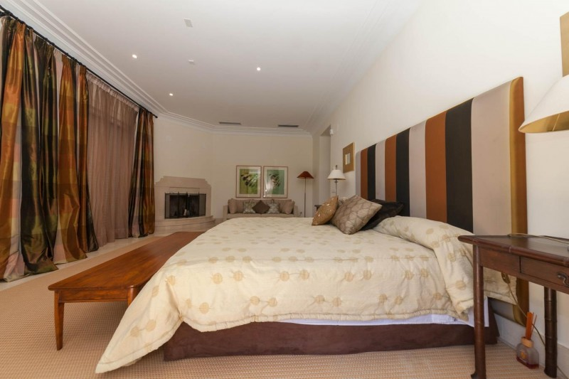 Master bedroom Luxury villa Guadalmina Baja within meters from the sea-4