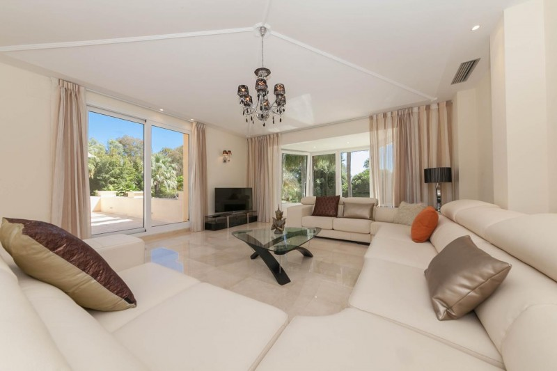 Upstairs Lounge Luxury villa Guadalmina Baja within meters from the sea-14