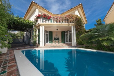 5 bedroom, 5 bathroom villa for sale close to the beach in Guadalmina Baja, Marbella