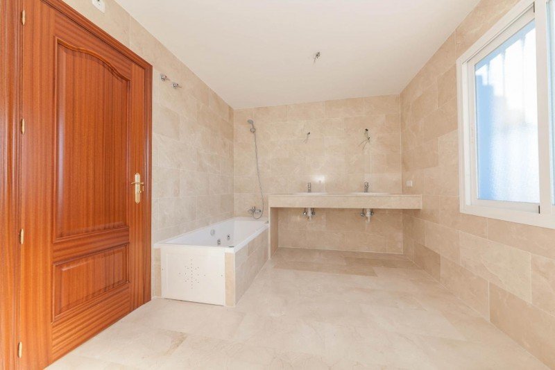 Master bathroom Nueva Andalucia Luxury Villa-13