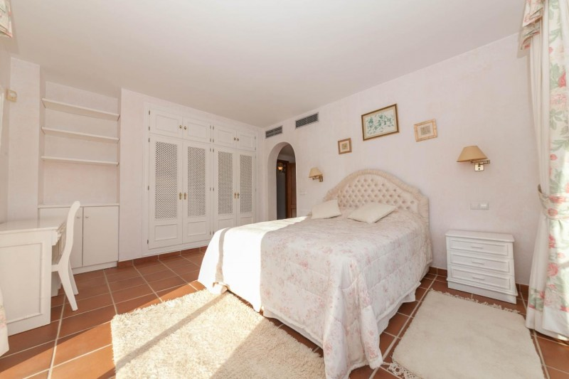 Bedroom 1 Luxury Villa Mijas Golf-9
