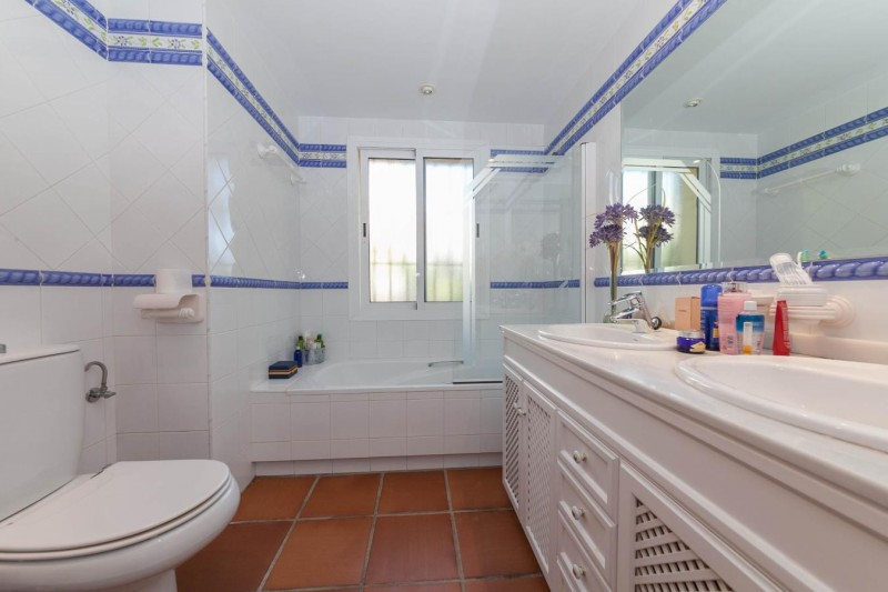 Bathroom 2 Luxury Villa Mijas Golf-7