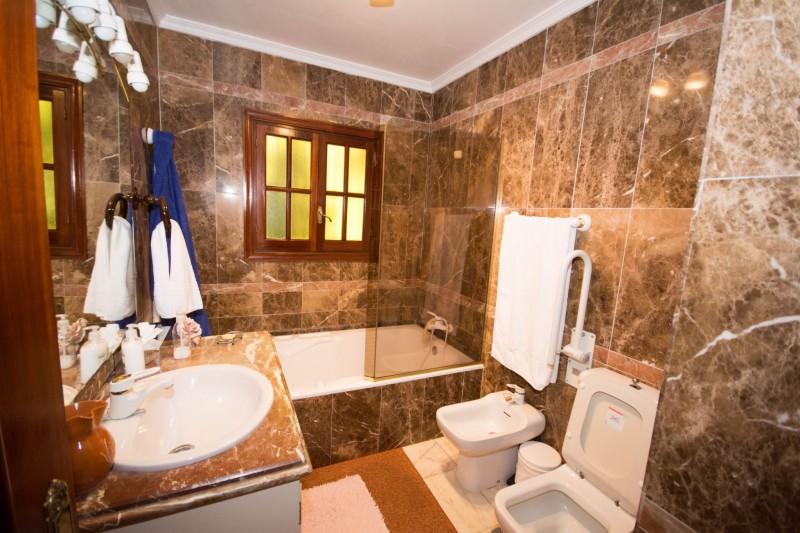 MMM4872M Second Bathroom