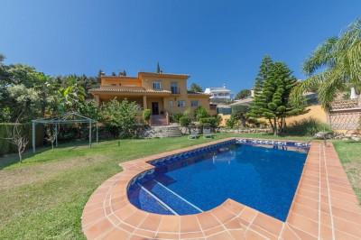 4/5 bedroom 3 bathroom family villa for sale in Elviria, Marbella