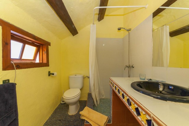 Caseta 1 bathroom Finca Casares-3