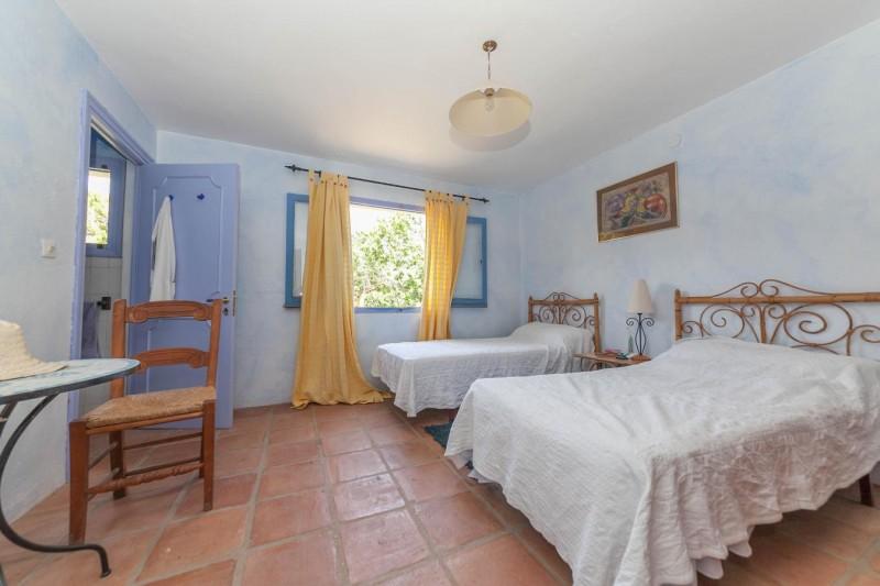 Lower bedroom Finca Casares-16