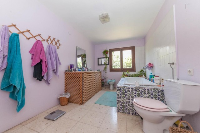 Master bathroom Finca Casares-19