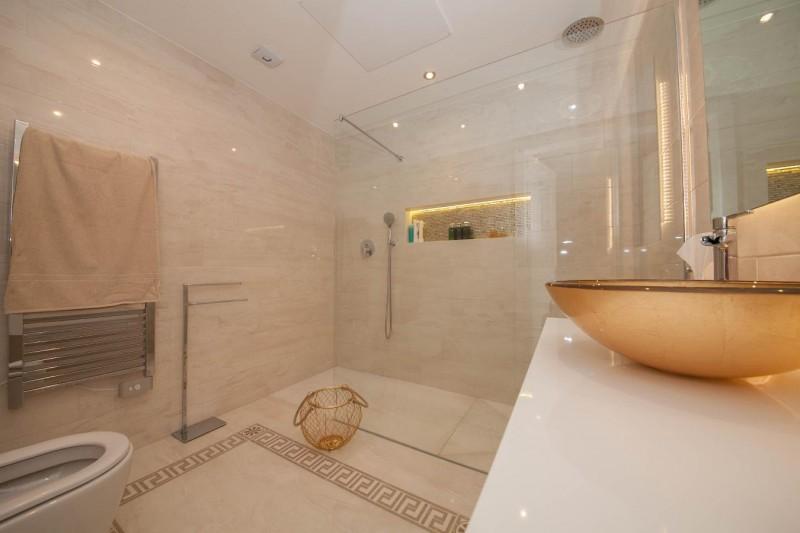 Bathroom guest apartment 1 Luxury Villa Sierra Blanca Marbella-16