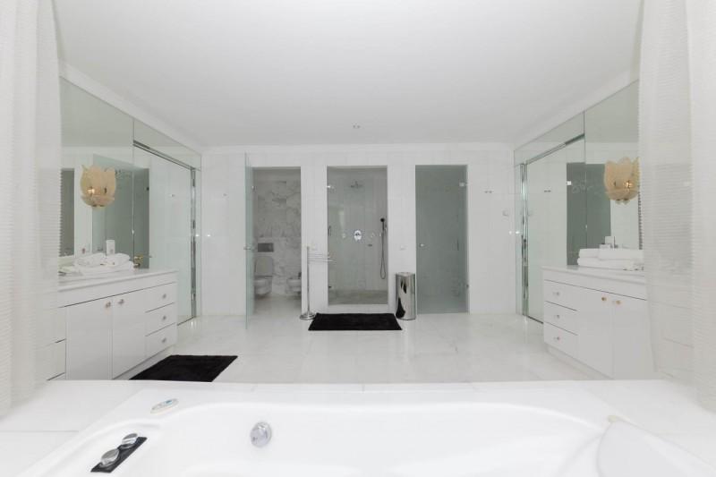 Shared bathroom Luxury Villa Sierra Blanca Marbella-11