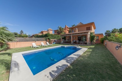 Detached 4 bedroom, 4 bathroom family villa on a double plot for sale in La Sierrezuela, Mijas Costa / Fuengirola
