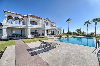 5 bedroom, 3 bathroom luxury villa for sale in the Los Flamingos Golf Resort, on the New Golden Mile in Estepona.