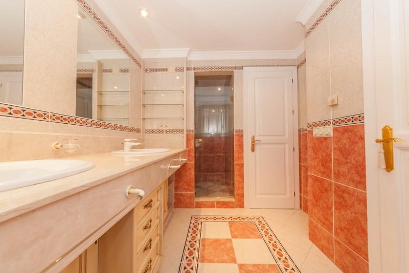 Master bathroom Marbella Luxury Area Townhouse-7