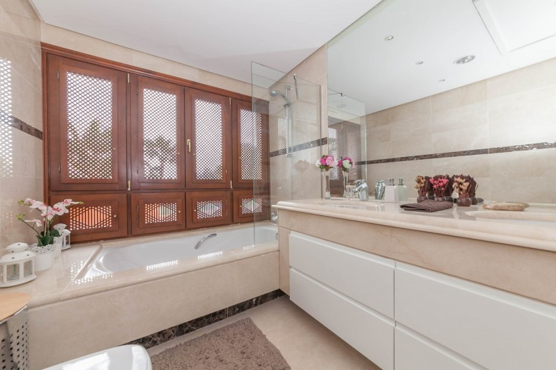 Bathroom 2 Puerto Banus Alzambra Hill Club Penthouse-7