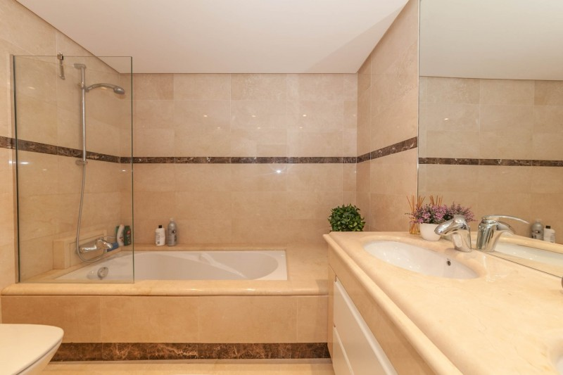 Bathroom Puerto Banus Alzambra Hill Club Penthouse-6