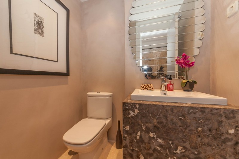 Guest toilet Puerto Banus Alzambra Hill Club Penthouse-9