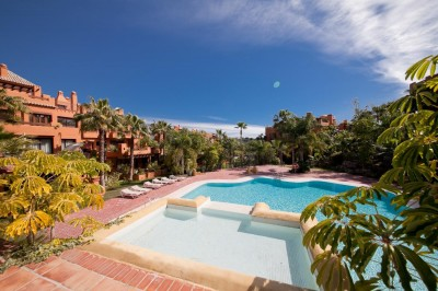 Marbella, Nueva Andalucia, Alzambra Hill Club - Stunning, refurbished luxury 3 bedroom 3 bathroom penthouse with private pool.
