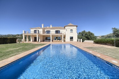 Marbella Club Golf Resort - Luxury 7 bedroom mansion in an exclusive location with open views to the coast.