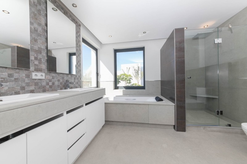 Master bathroom Luxury Modern Vila WEl Paraiso beach side-15