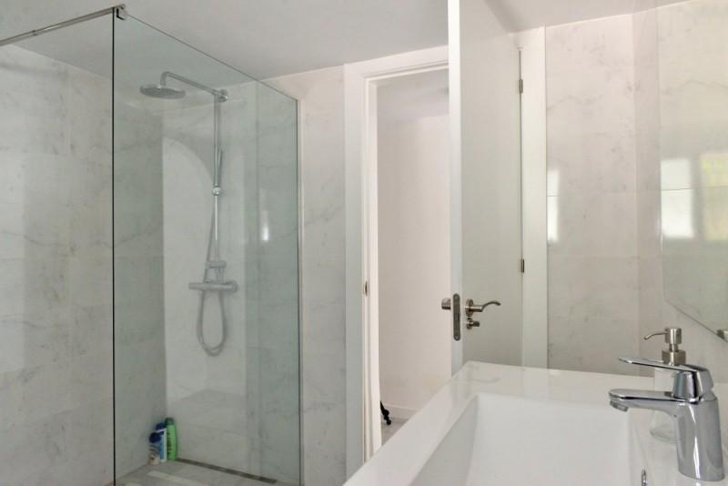 C1510_20_020 Guest apt bath