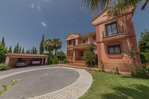 Villa Sprzedaż Nieruchomości w Hiszpanii in Monte Biarritz, Estepona, Málaga, Hiszpania