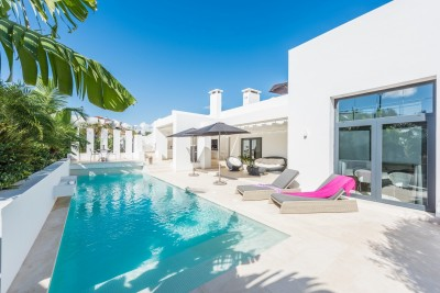Front line contemporary villa at La Cala Golf Resort