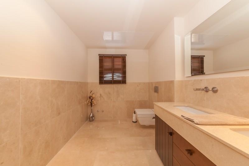 Guest toilet Villa Mijas Golf-5