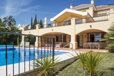 La Quinta Golf, front line 4 bedroom family villa with open views.