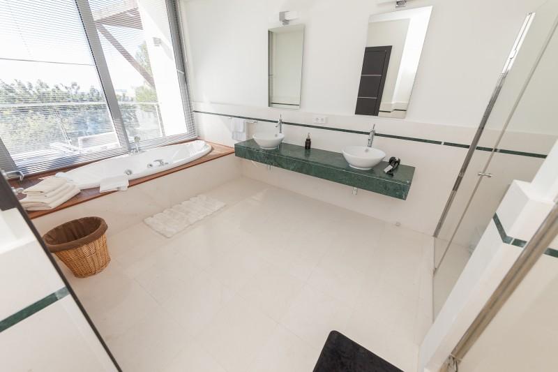 Master bathroom Meisho Hills-11