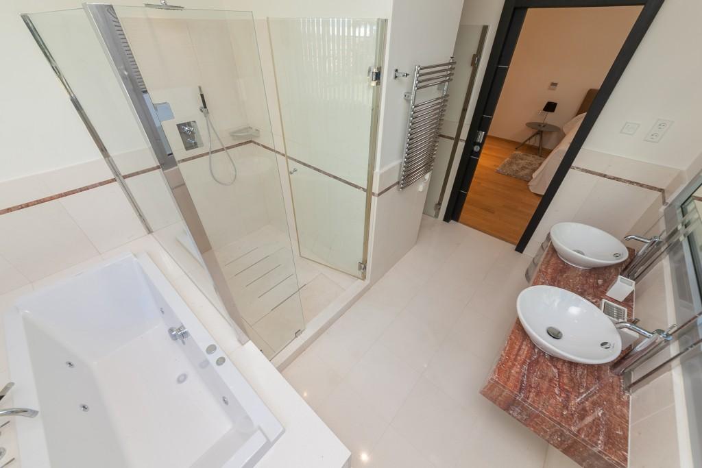 Bathroom detail Meisho Hills-24