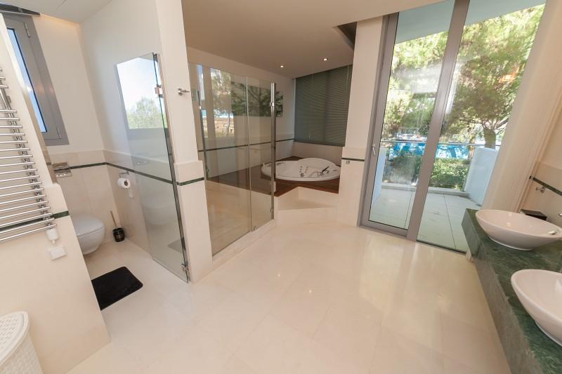 Master bathroom Meisho Hills-30