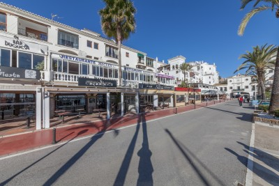 Large freehold restaurant for sale in La Duquesa Port on the costa del Sol