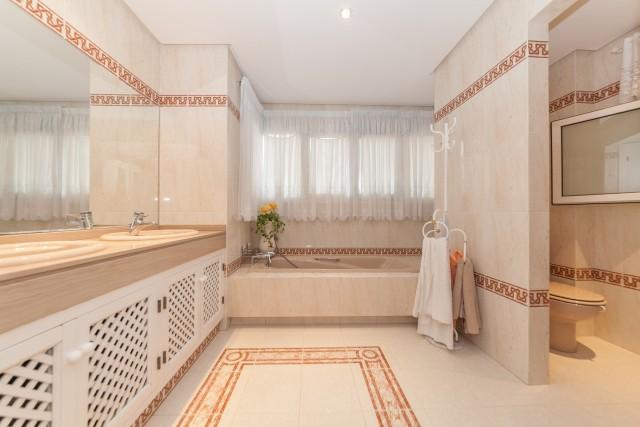 Master Bathroom Luxury Villa Torremolinos Montemar Carihuela-10