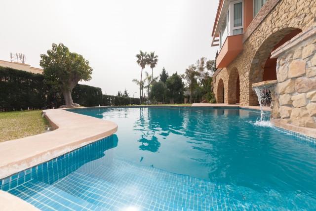 Pool detail Luxury Villa Torremolinos Montemar Carihuela-28