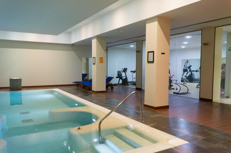 Apartment-Pool & Gym