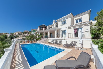 4 bedroom, 4 bathroom front line golf villa in Elviria, Marbella