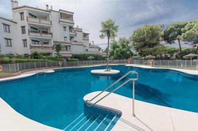 Calahonda - 2 bedroom apartment with open views towards the garden.