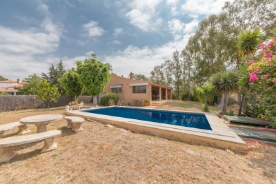 2/3 bedroom country style villa for sale in El Padron, Estepona