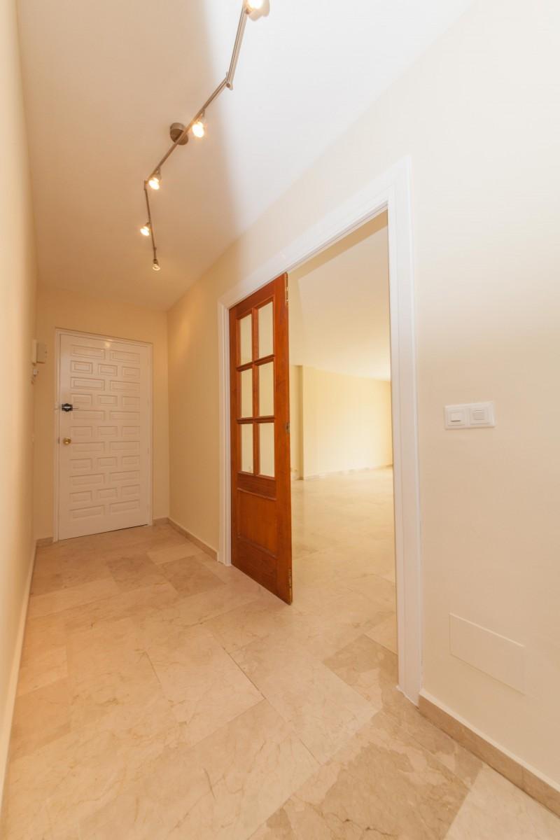 Entrance Hallway Centro PLaza (10 of 12)