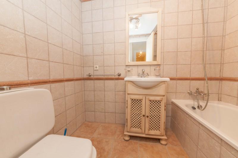 Master Bathroom Centro PLaza (7 of 12)