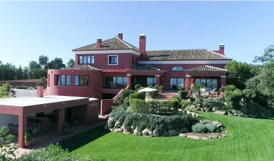 Palacial villa in a beautiful country setting, close to Marbella, at La Mairena