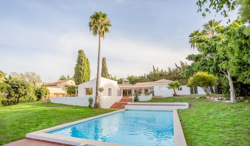 Grande Villa De Plain Pied De Luxe De 4 Chambres Dans Un Endroit Semi Rural  Près Du0027Estepona.