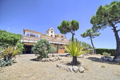 Renovated classical villa at Puerta de los Reales just a short distance from the centre of Estepona